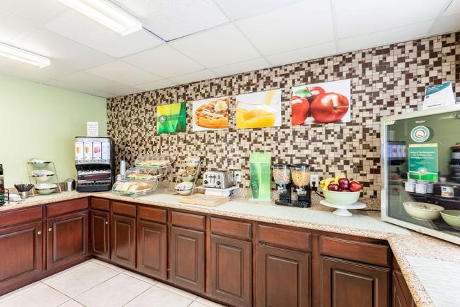 Quality Inn near SeaWorld - Lackland - San Antonio - Buffet