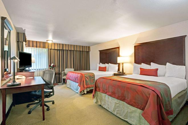 Ramada by Wyndham Tukwila Southcenter - Tukwila - Bedroom