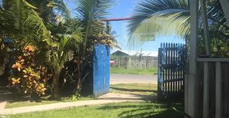 Mar e Iguana Hostal - Bocas del Toro - Outdoor view