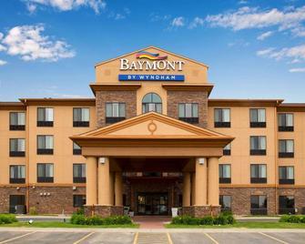 Baymont Inn & Suites by Wyndham Sturgis - Sturgis - Gebouw