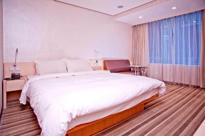 Yomi Hotel - Mrt Shuanglian Station - Taipei - Bedroom