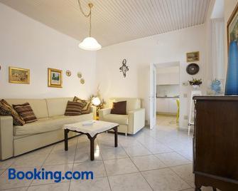 Piazzale Italia - Oggebbio - Wohnzimmer