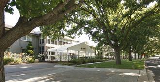 Forrest Hotel and Apartments - קנברה