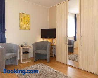 Weingut & Gästehaus Edwin Hoffmann - Trittenheim - Living room