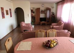 Lotusz Apartments - Nyíregyháza - Dining room