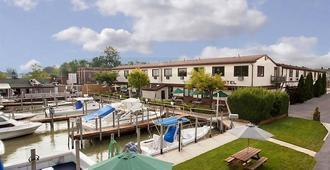 Arlington Inn - Port Clinton - Outdoors view