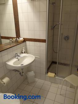 Hotel Restaurant Bootshaus - Achim - Bathroom