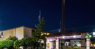 Quality Inn University near Downtown - San Marcos - Rakennus