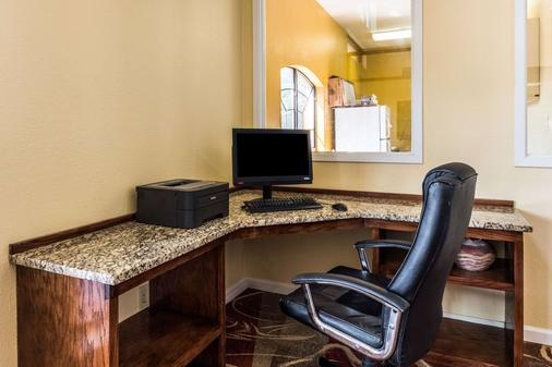 Quality Inn University near Downtown - San Marcos - Business centre