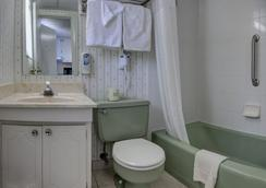 Sea Hawk Motel - Ocean City - Bathroom