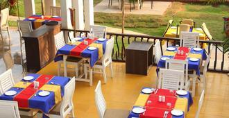 Paparazzi Resort - קלנגוטה - מסעדה