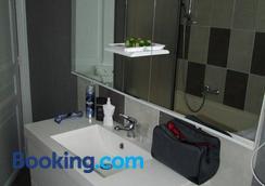 Hotel De Nevers - Lourdes - Bathroom
