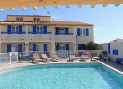 Hotel Le Bleu Marine - Saintes-Maries-de-la-Mer - Pool
