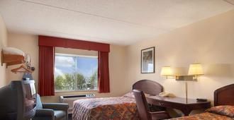 Super 8 by Wyndham Manchester Airport - Manchester
