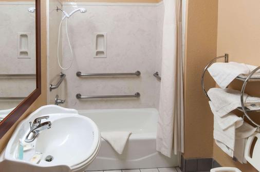 Comfort Inn Conroe - Conroe - Bathroom