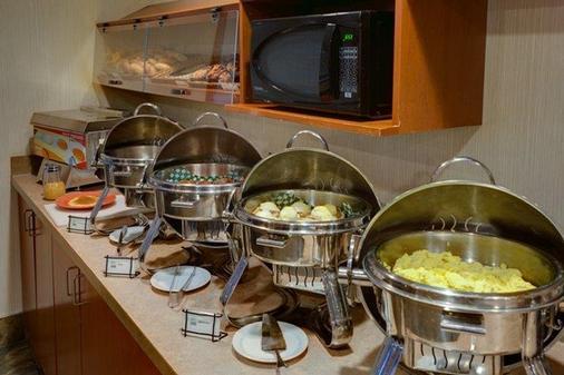 Service Plus Inns & Suites Calgary - Calgary - Buffet