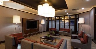 Holiday Inn Express Edmonton Downtown - אדמונטון - שירותי מקום האירוח