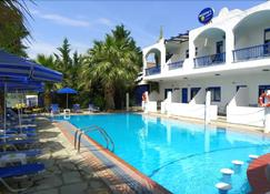 Ariadni Blue Hotel - Неос Мармарас - Бассейн