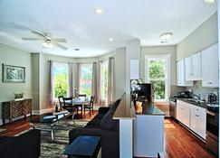 2 Bed Luxury in Downtown Savannah - Savannah - Living room