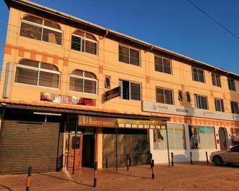 Diani Travelers Guest House - Ukunda - Gebouw