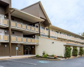 Days Inn by Wyndham Harrisburg North - Harrisburg - Building