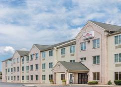 Hawthorn Suites by Wyndham Lancaster - Lancaster - Building