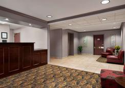 Hawthorn Suites by Wyndham Lancaster - Lancaster - Aula