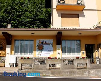 Hotel Poggio d'Oro - Riva di Solto - Building