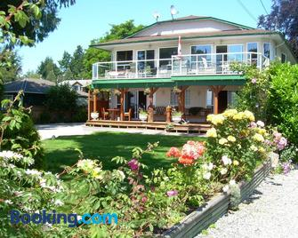 Davis Bay Bed & Breakfast - Sechelt - Building