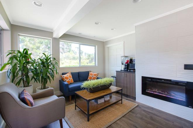 Days Inn by Wyndham Monterey-Fisherman's Wharf Aquarium - Monterey - Living room
