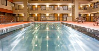 Holiday Inn & Suites Duluth Downtown, An Ihg Hotel - Duluth - Piscina