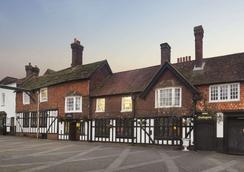 Ramada by Wyndham Crawley Gatwick - Crawley - Building
