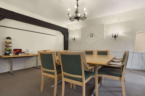 Ramada by Wyndham Crawley Gatwick - Crawley - Meeting room