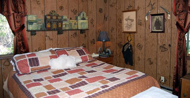 Lonesome Dove Guest Ranch - Kalispell - Makuuhuone