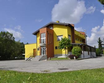 Millaenya Inn - Trescore Balneario - Building
