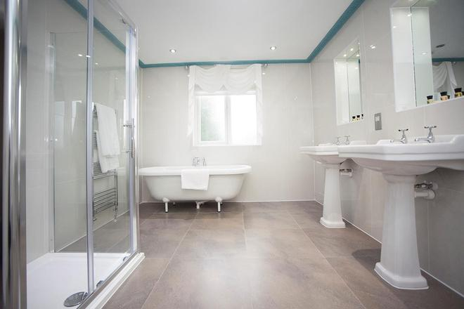 The Victoria Hotel Manchester By Compass Hospitality - Oldham - Baño
