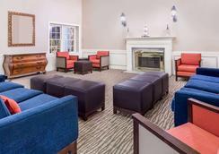 Days Inn by Wyndham Williamsburg Historic Area - Williamsburg - Lounge