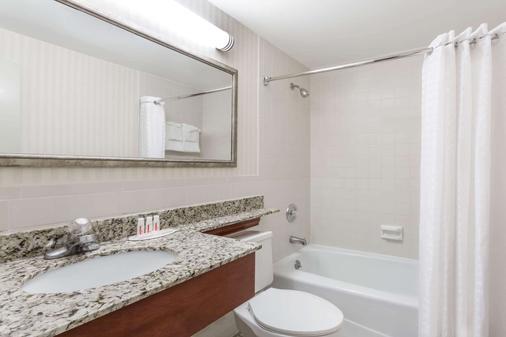 Days Inn by Wyndham Williamsburg Historic Area - Williamsburg - Phòng tắm