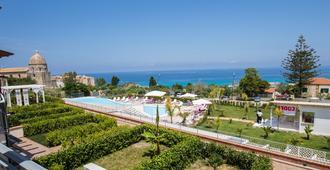 Cooee Michelizia Tropea Resort - Tropea - Piscina