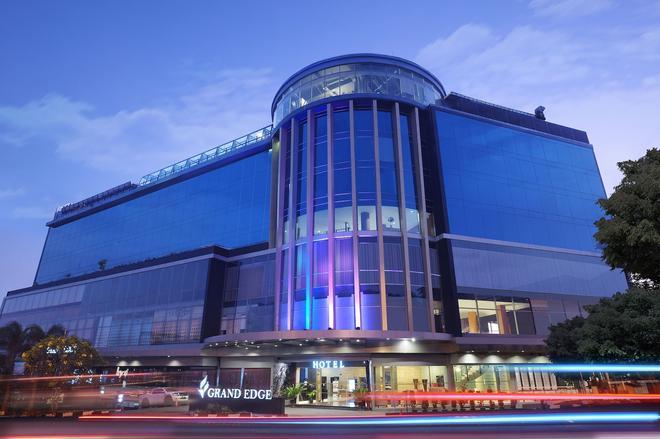 Grand Edge Hotel Semarang - Semarang - Building