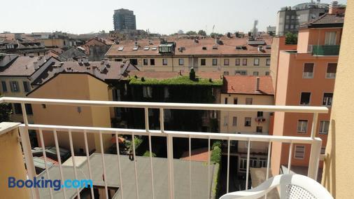 Residence Giusti 6 - Milan - Balcony
