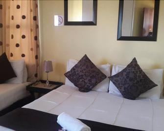 Village Court Guest House - Maseru