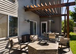 Country Inn & Suites by Radisson, Portland Air, OR - Portland - Patio