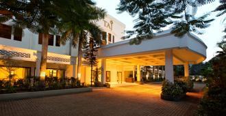 Taj Connemara - Chennai - Building
