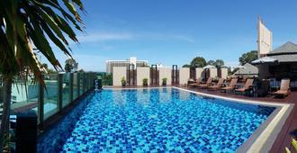 April Suites - Pattaya - Pool