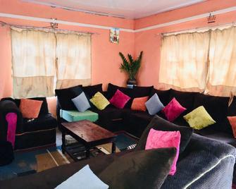 Tsavo homestays - Voi - Living room