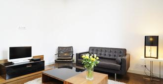 Serviced 2-R apartment m. Fully equipped, / Wifi and cleaning u. Laundry - Frankfurt am Main - Wohnzimmer