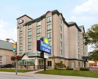 Days Inn & Suites By Wyndham Niagara Falls Centre St. By The Falls - Niagara Falls - Building