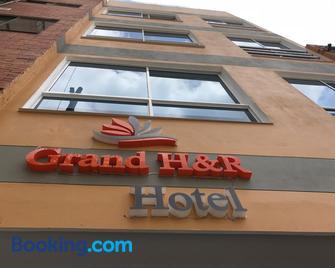 Grand H&r - Villeta - Building