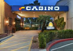 Days Inn by Wyndham Las Vegas Wild Wild West Gambling Hall - Las Vegas - Building